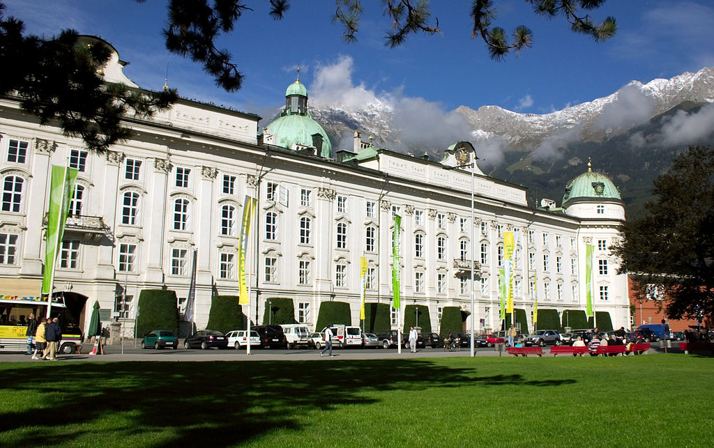By QEDquid - File:Hofburg Innsbruck Austria.jpg, CC BY-SA 3.0, https://commons.wikimedia.org/w/index.php?curid=29069790