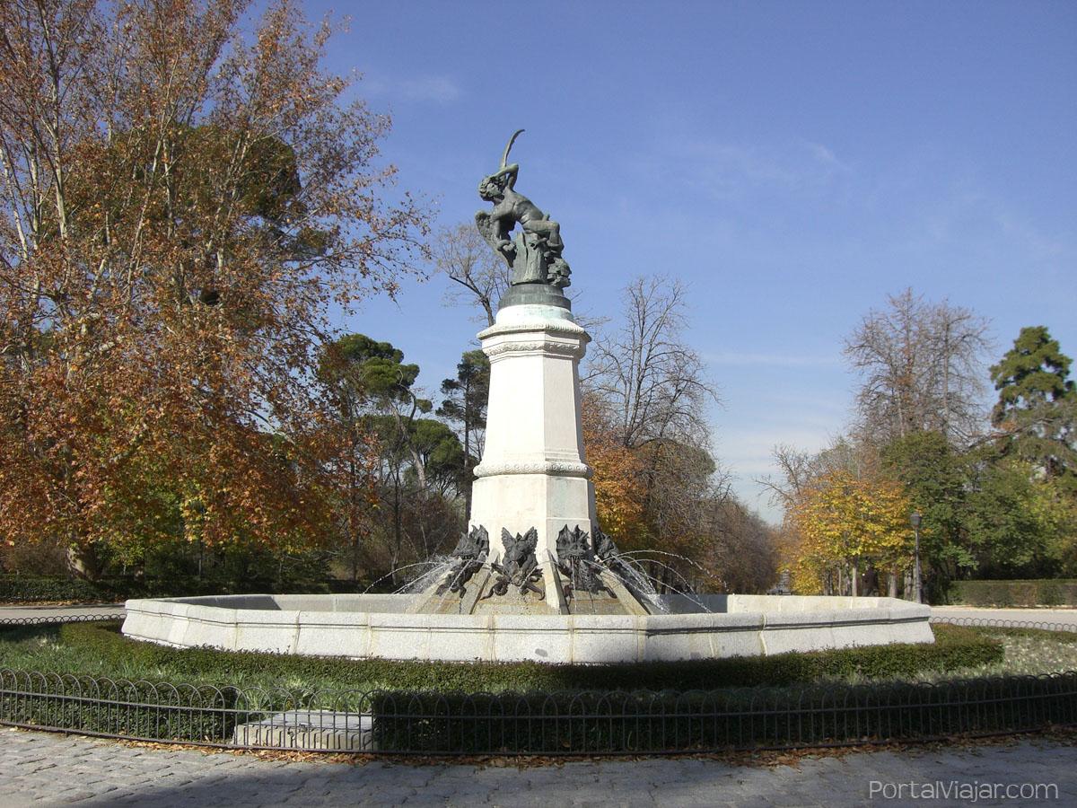 Estatua del Ángel Caído - Parque del Retiro (Madrid)