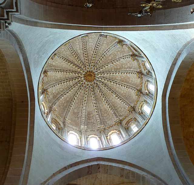 «Cúpula Catedral Zamora interior» de Outisnn - Trabajo propio. Disponible bajo la licencia CC BY-SA 3.0es vía Wikimedia Commons - http://commons.wikimedia.org/wiki/File:C%C3%BApula_Catedral_Zamora_interior.JPG#mediaviewer/File:C%C3%BApula_Catedral_Zamora_interior.JPG