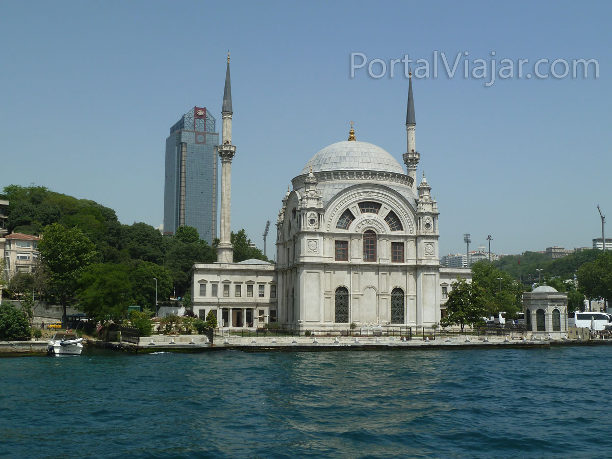 Mezquita Bezoni Alem Valide Sultan (Estambul)
