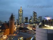 Frankfurt - Rascacielos al anochecer