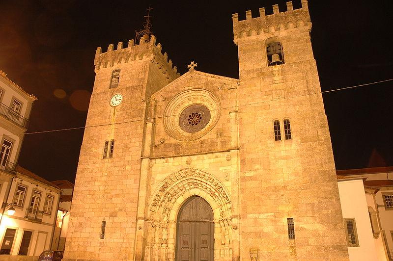 «Església major de Viana do Castelo - Façana» de Josep Renalias - Trabajo propio. Disponible bajo la licencia Creative Commons Attribution-Share Alike 3.0 vía Wikimedia Commons - http://commons.wikimedia.org/wiki/File:Esgl%C3%A9sia_major_de_Viana_do_Castelo_-_Fa%C3%A7ana.JPG#mediaviewer/Archivo:Esgl%C3%A9sia_major_de_Viana_do_Castelo_-_Fa%C3%A7ana.JPG