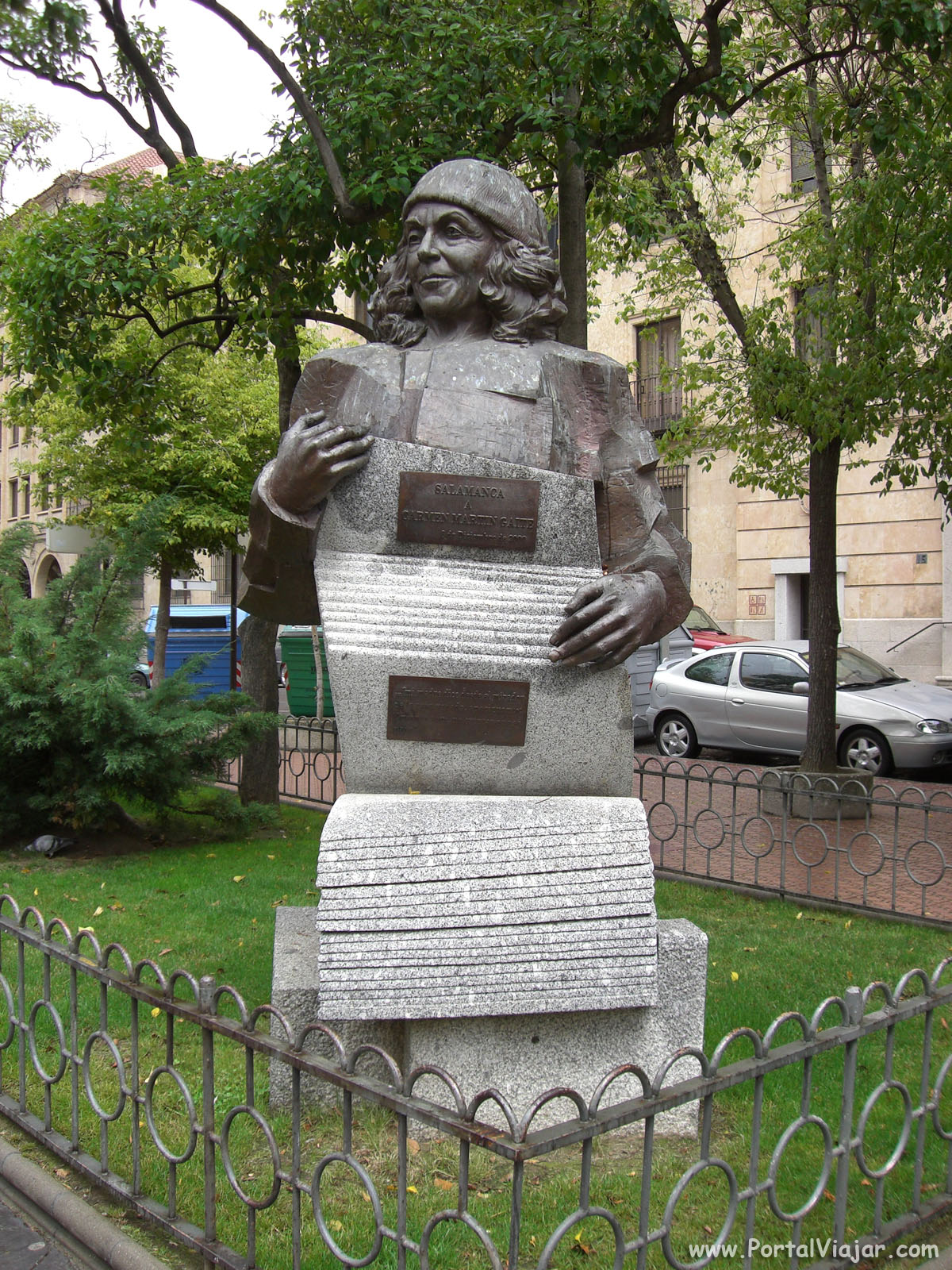 Monumento a Martín Gaite (Salamanca)