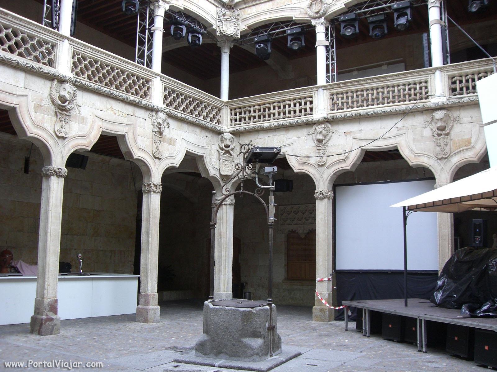 Patio de la Casa de las Conchas (Salamanca)