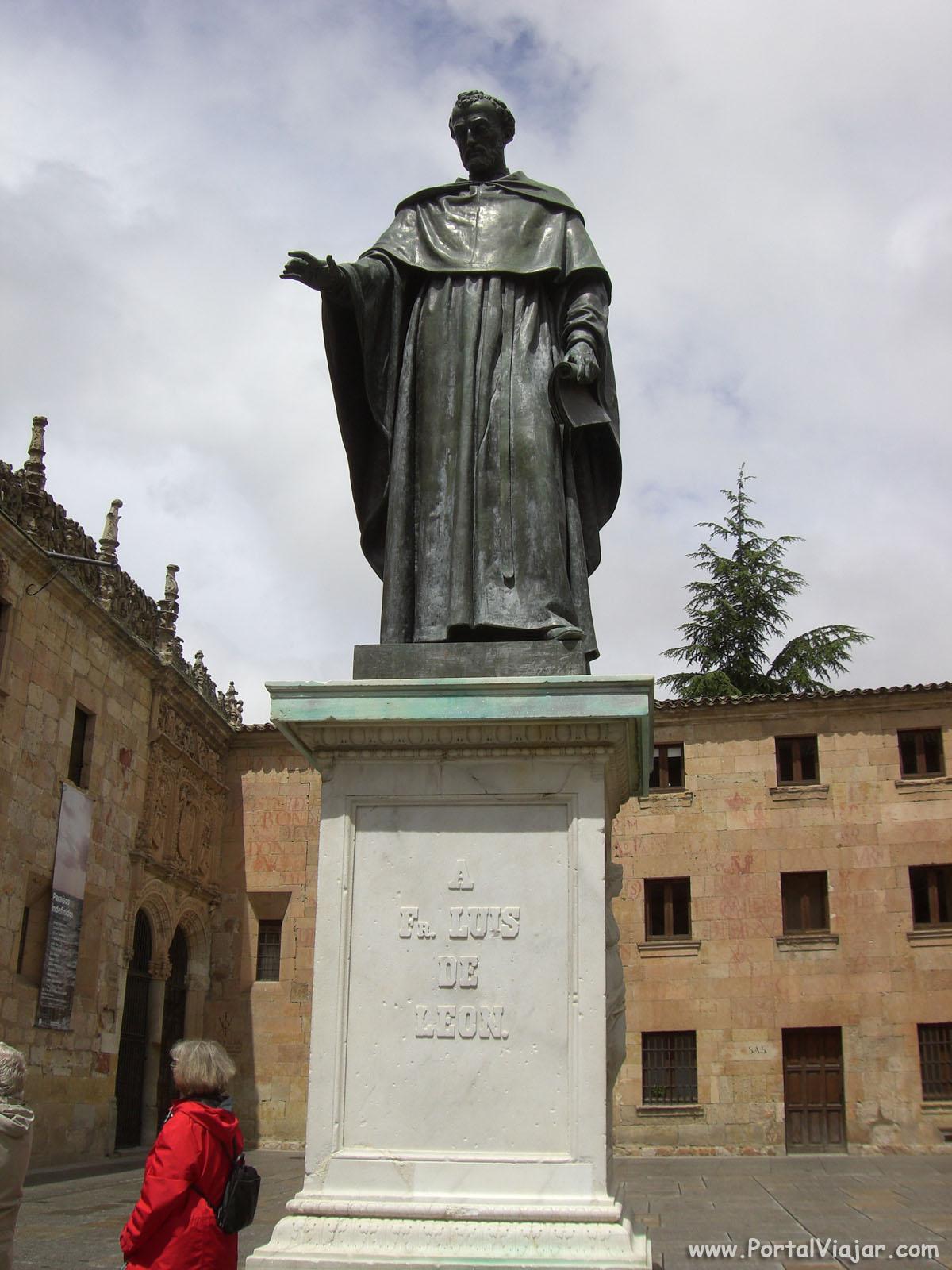 salamanca 37 - estatua en bronce de fray luis de leon