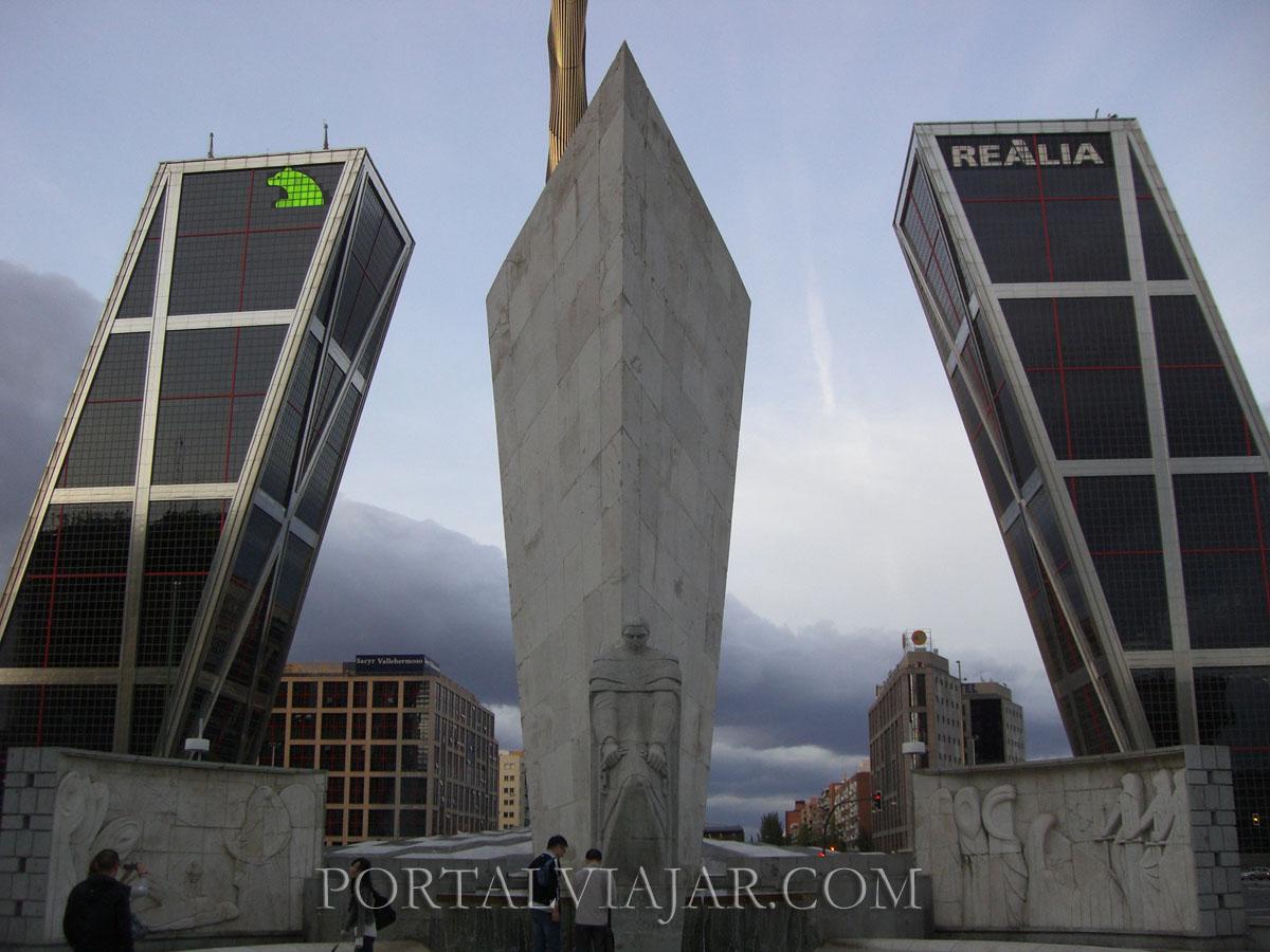 Monumento a Calvo Sotelo y Torres Kio (Madrid)