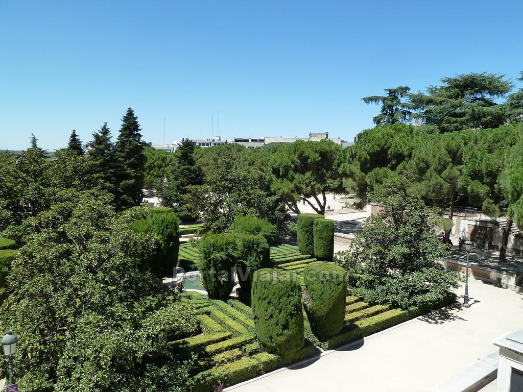 Jardines de sabatini madrid portal viajar for Jardines 15 madrid