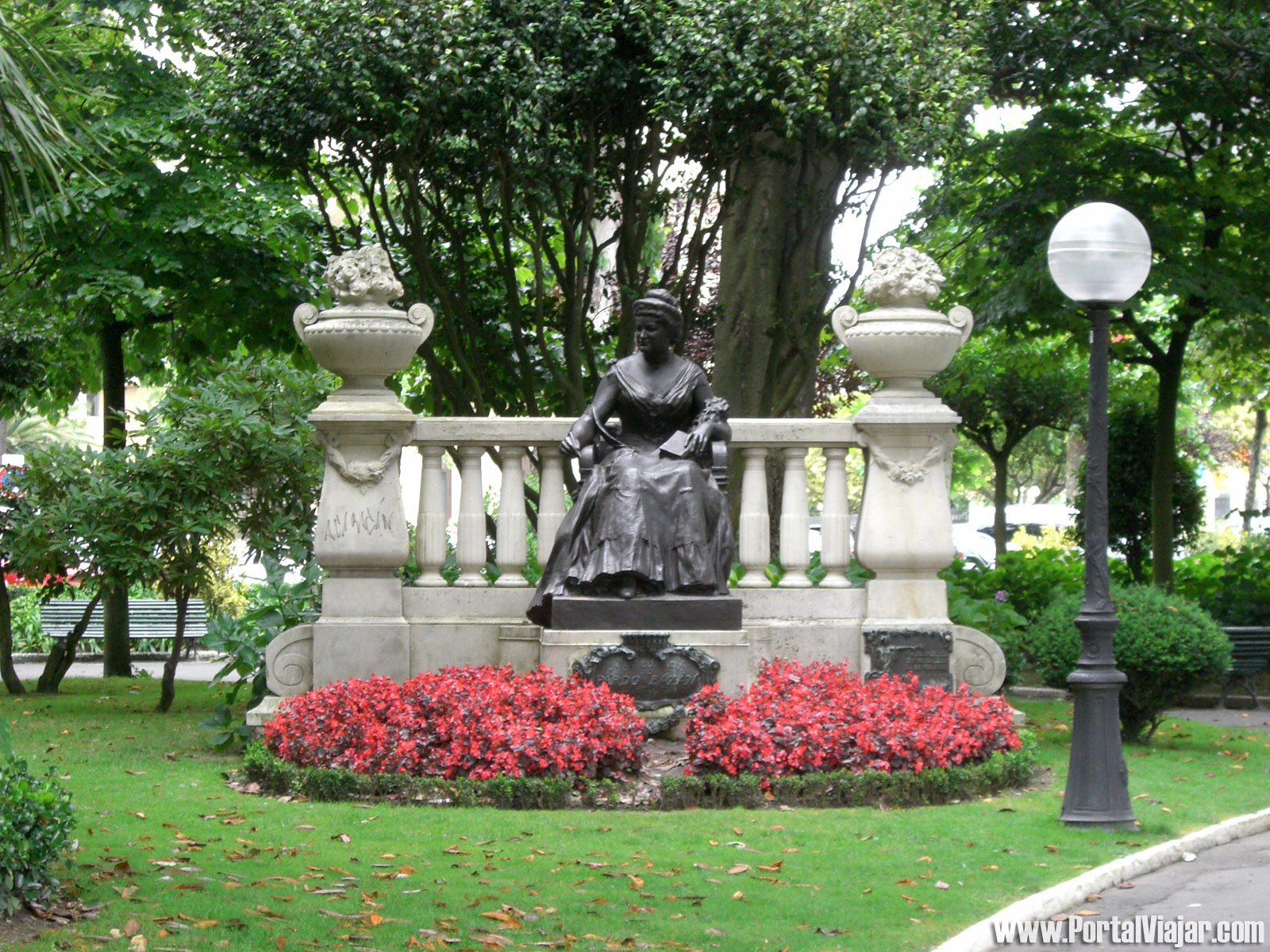 Monumento Emilia Pardo Bazán (Parque de María Pita, A Coruña)