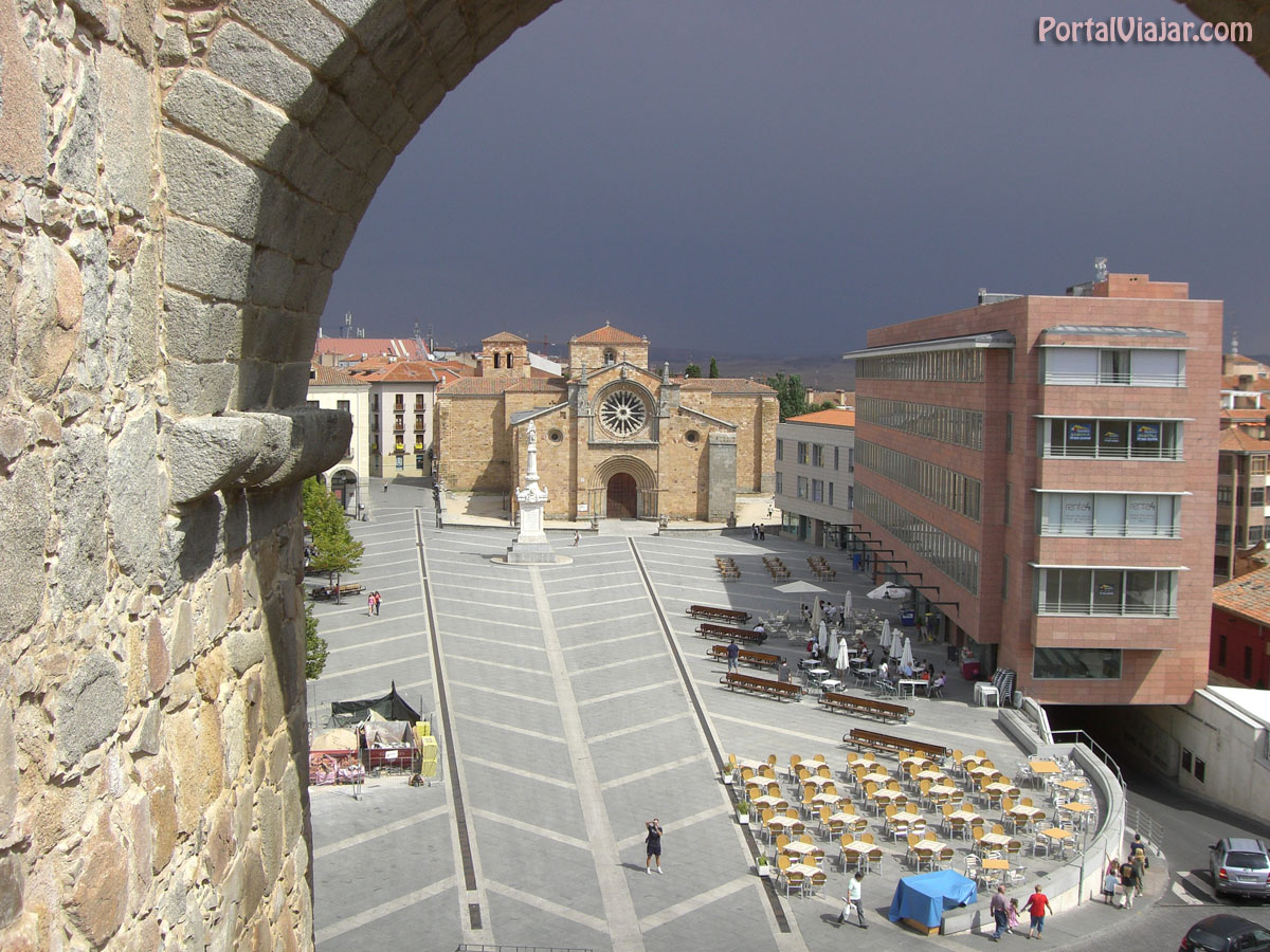 Mercado Grande - Iglesia de San Pedro (Ávila)