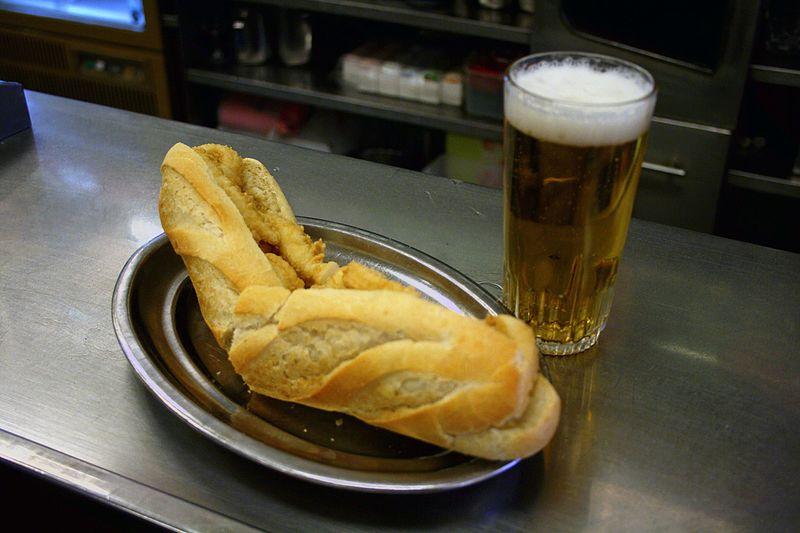 Bocadillo de Calamares (gastronomía de Madrid)