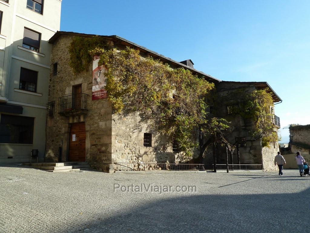 Casa de los Escudos / Museo de la Radio Luis del Olmo (Ponferrada)