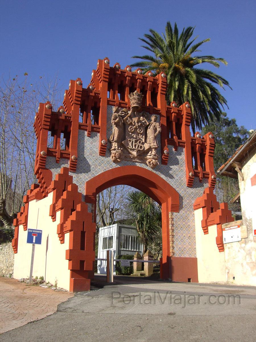 Puerta de la Universidad Pontificia (Comillas)