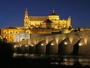 cordoba puente romano iglesia de noche