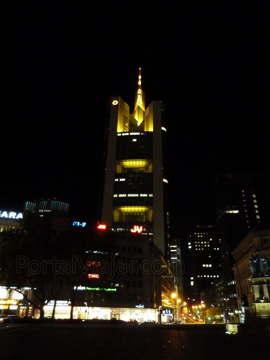 frankfurt 8 - Commerzbank de noche