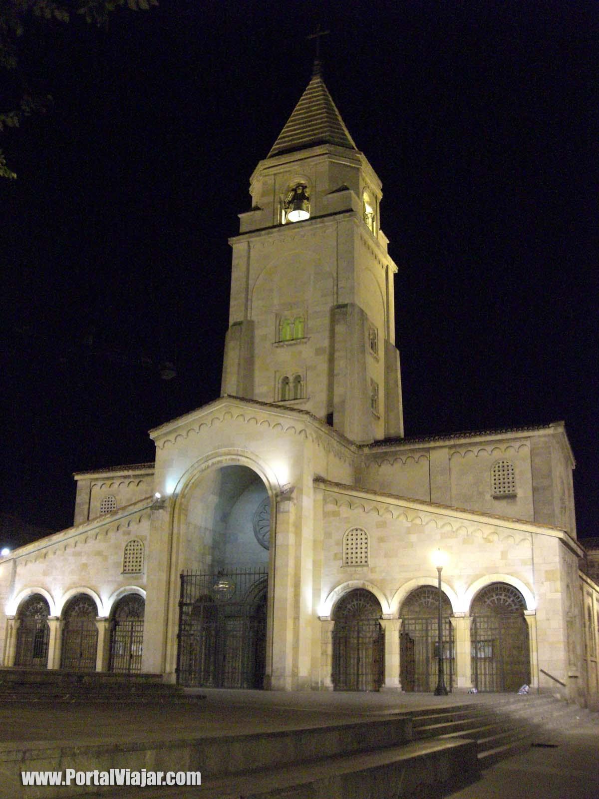 gijon 8 - iglesia de san pedro de noche