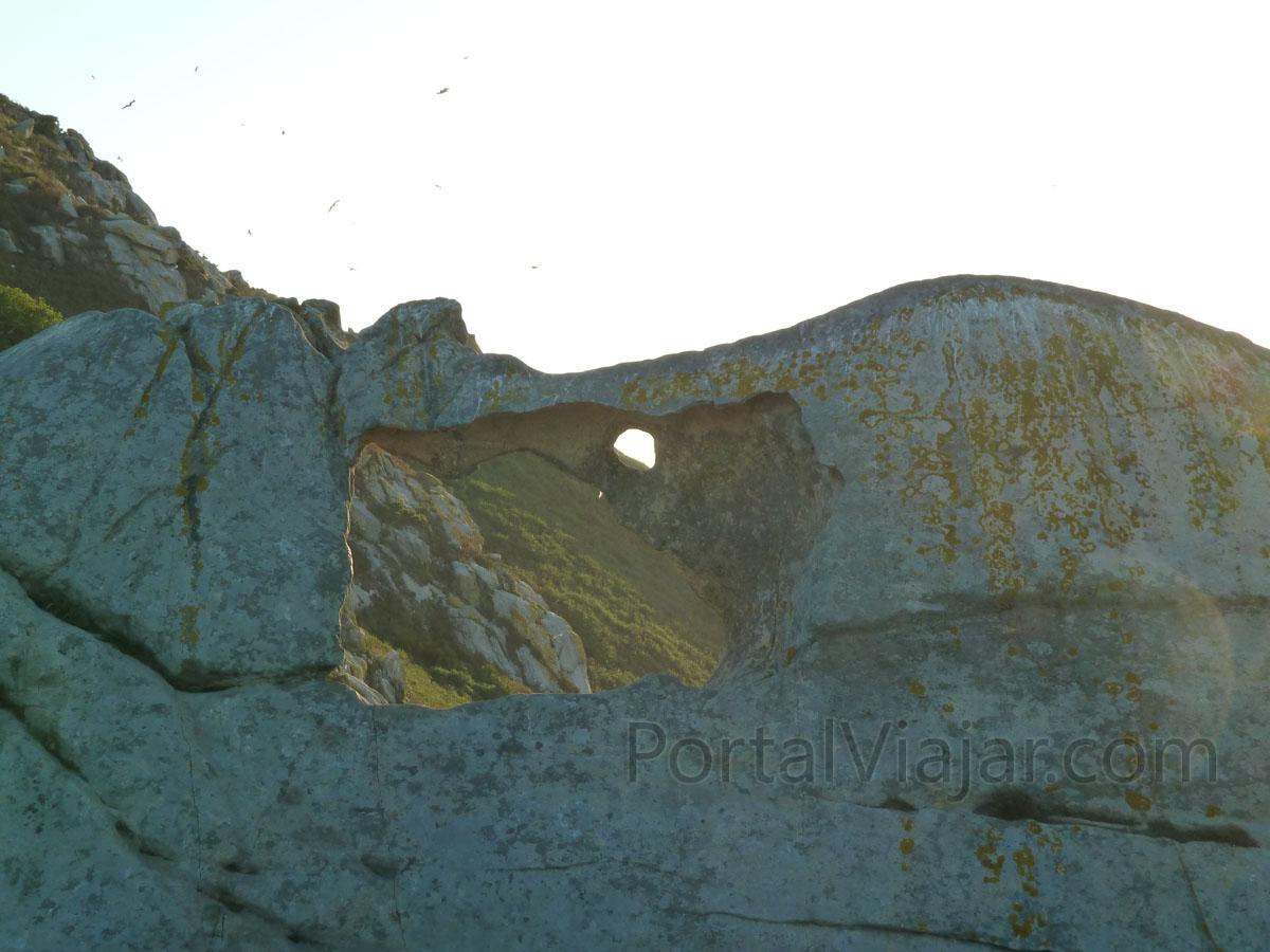 islas cies 55 - ruta del faro de cies - pedra da campa