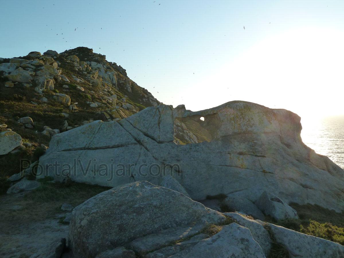 islas cies 56 - ruta del faro de cies - pedra da campa