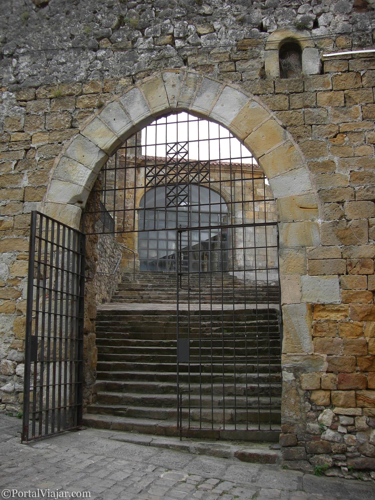 Puerta Oeste de la Iglesia de Santa María de la Asunción (Laredo)