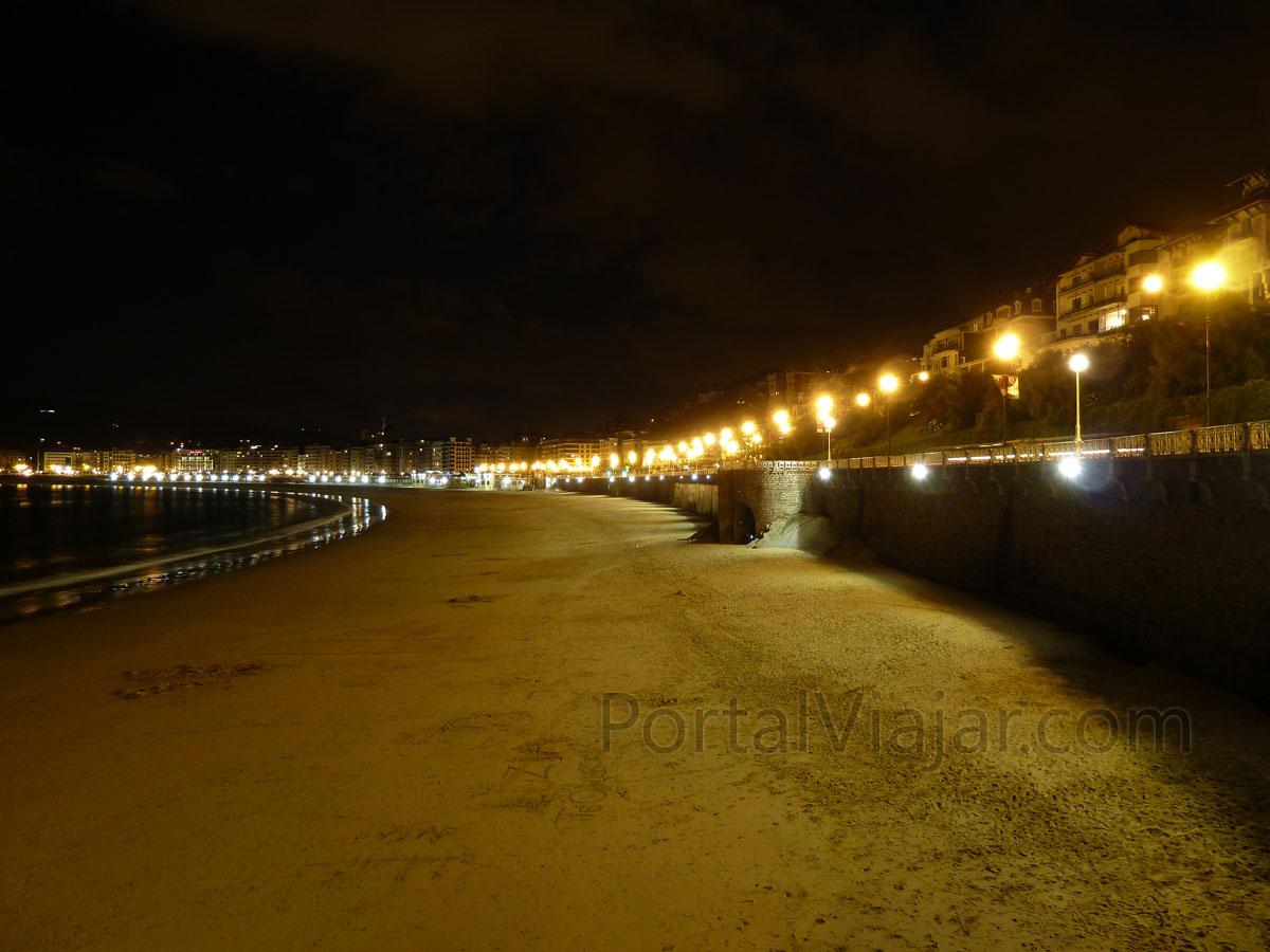 san sebastian playa de la concha 4 de noche