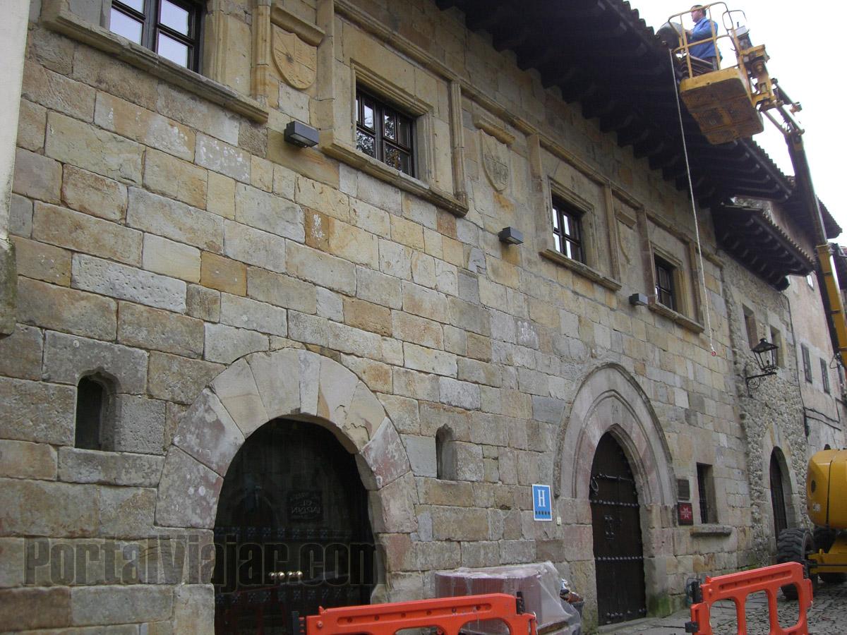 Casa de Leonor de la Vega (Santillana del Mar)